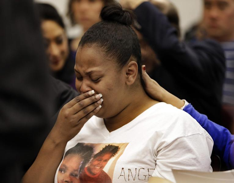 FILE - In this Dec. 20, 2013 file photo, Nailah Winkfield, mother of 13-year-old Jahi McMath, cries before a courtroom hearing regarding McMath, in Oakland, Calif. McMath remains on life support at Children's Hospital Oakland nearly a week after doctors declared her brain dead, following a supposedly routine tonsillectomy. Her family was expected to appear with hospital officials in court Monday, Dec. 23, 2013 to announce the name of the independent physician they have chosen to provide a second opinion on the girl's condition. (AP Photo/Ben Margot, File)