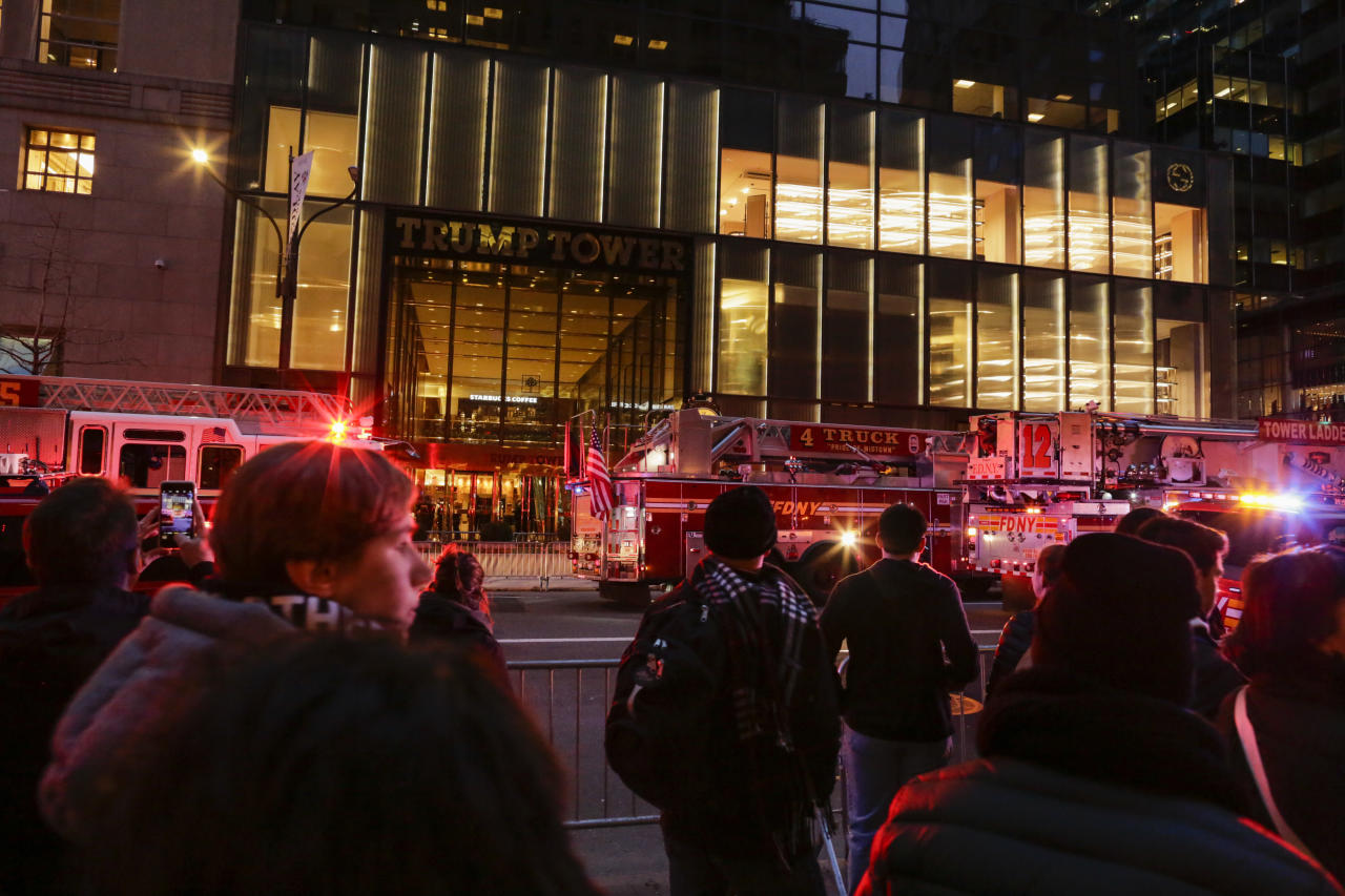 <p>People watch NYPD officers and first responders assess the scene of a fire at Trump Tower on April 7, 2018 in New York City. (Photo: Eduardo Munoz Alvarez/Getty Images) </p>