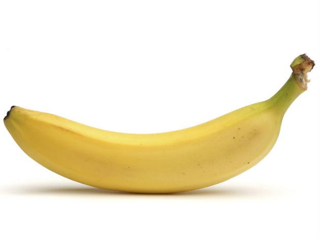 <b>Bananas </b><br>Bananas are popularly known as rich in sugar and carb content. However, what they actually provide is an excellent amount of Vitamin C and B6 to the body and they are also packed with potassium, which is great for the heart.