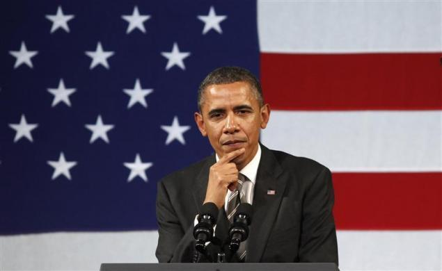 President Barack Obama attends a campaign fund raiser at the Apollo Theater in New York January 19, 2012.
