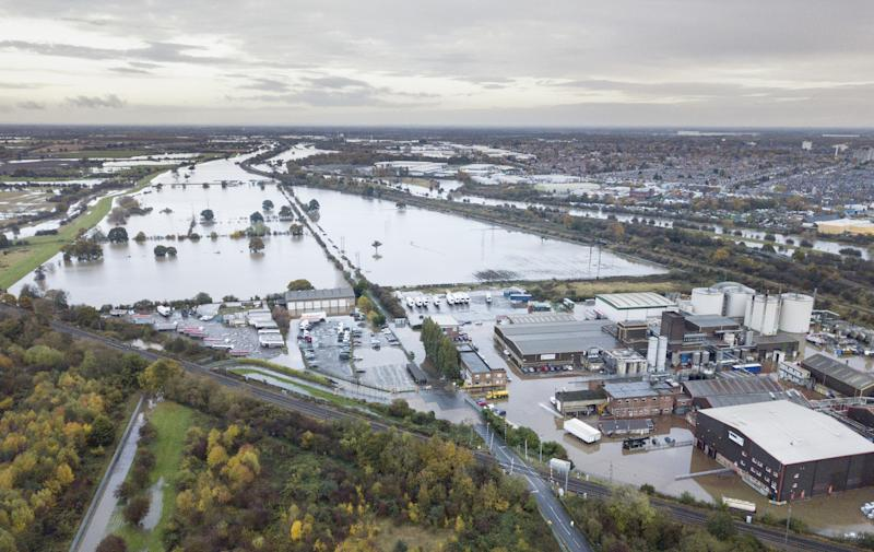 Homes are submerged by rising flood water, Yarborough Terrace, Doncaster, November 08 2019. A Severe Flood warning is in place for the village as river levels continue to rise. See SWNS story SWLEflood.
