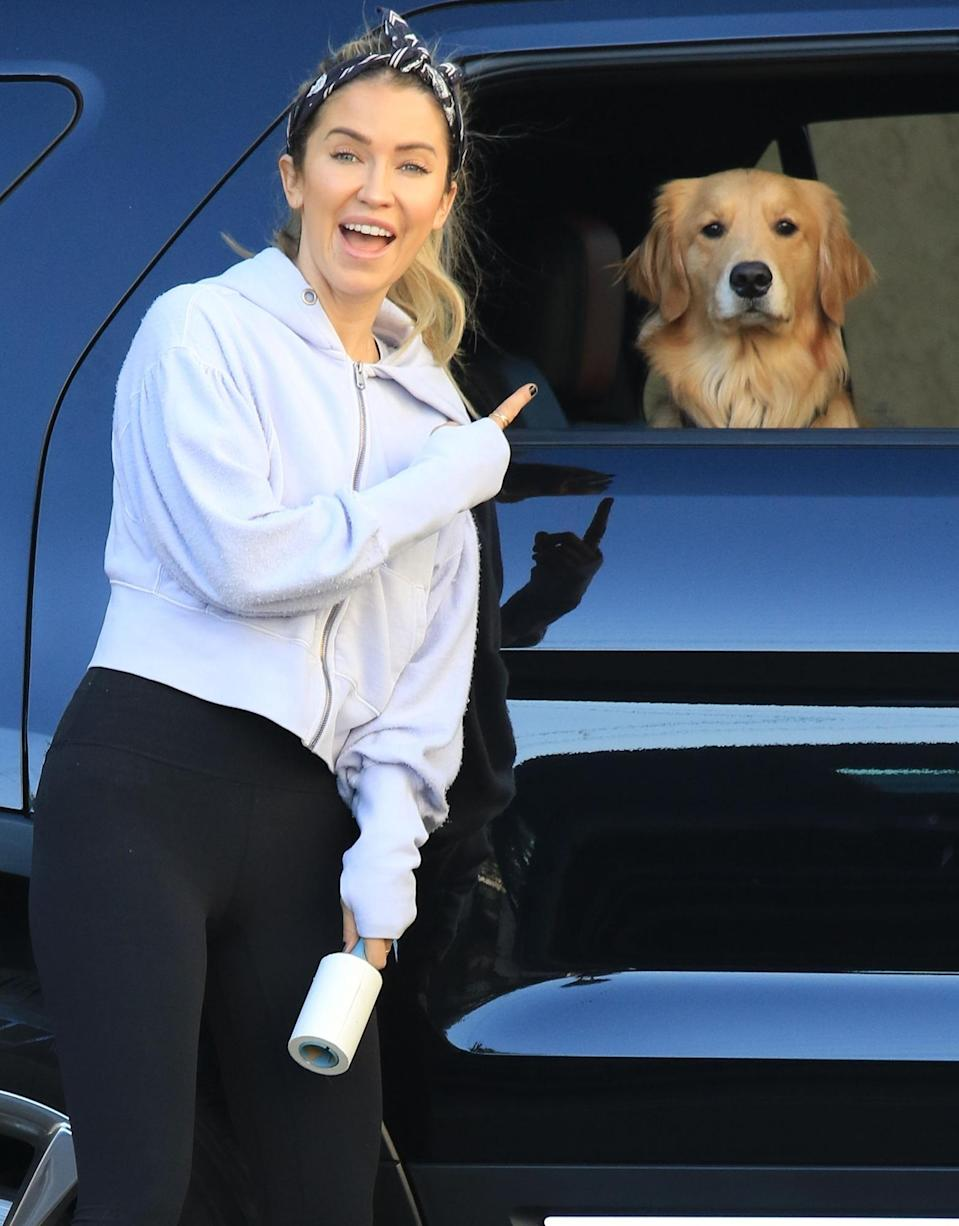 <p>Kaitlyn Bristowe gets support from her adorable pup Robin before she heads to <em>Dancing with the Stars</em> in L.A. on Thursday.</p>