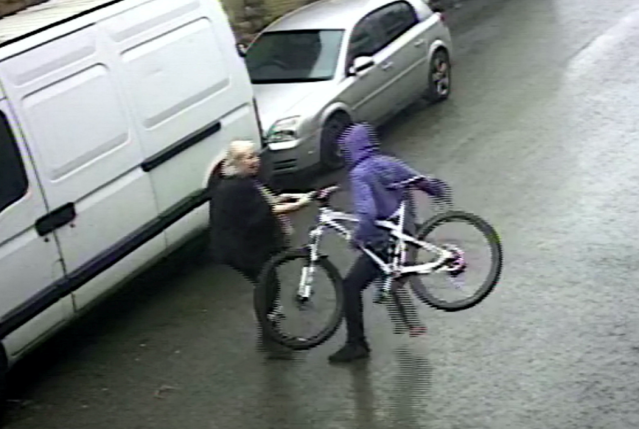 CCTV footage shows 5ft 3in Mari in a minute-long tug-of-war with the thug (SWNS)