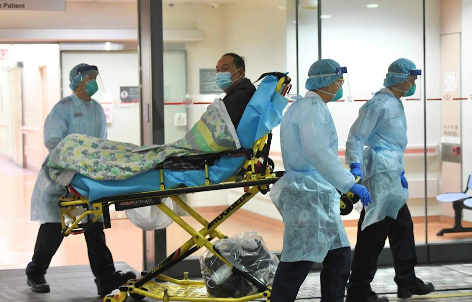 Medical staff transfer a patient of a suspected case of a new coronavirus at the Prince of Wales Hospital in Hong Kong, China January 22, 2020. Picture taken January 22, 2020. cnsphoto via REUTERS. ATTENTION EDITORS - THIS IMAGE WAS PROVIDED BY A THIRD PARTY. CHINA OUT.