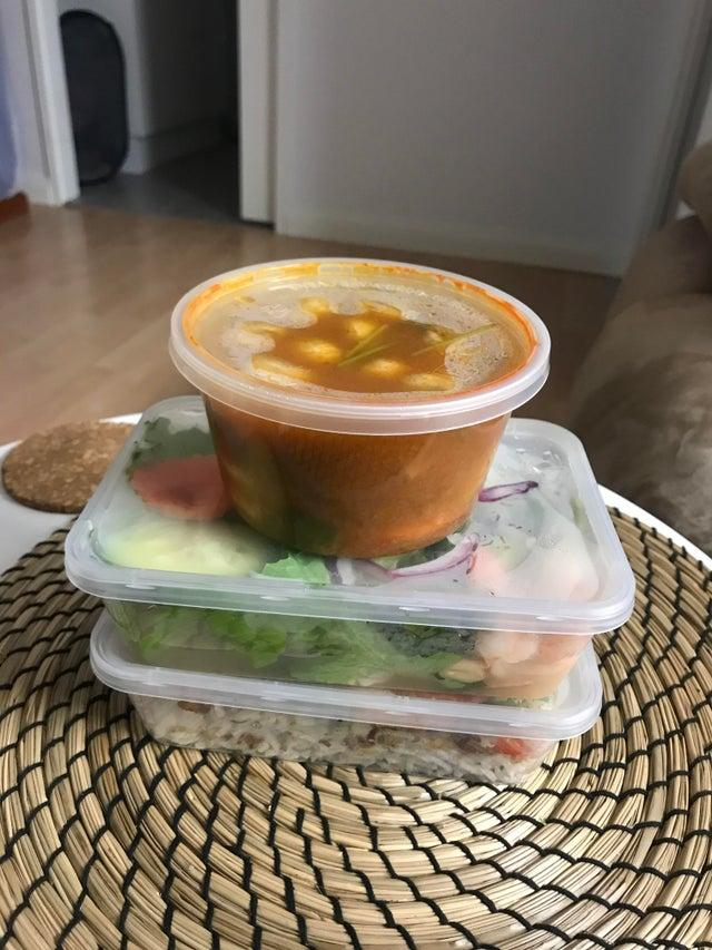A Brisbane man said he paid $40 for this tom yum soup, seafood salad, and garlic prawn dish. Source: Reddit/AresCrypto