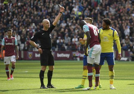 Britain Soccer Football - West Ham United v Everton - Premier League - London Stadium - 22/4/17 Everton's Ashley Williams is shown a yellow card by referee Roger East for a foul on West Ham United's Cheikhou Kouyate Reuters / Toby Melville Livepic