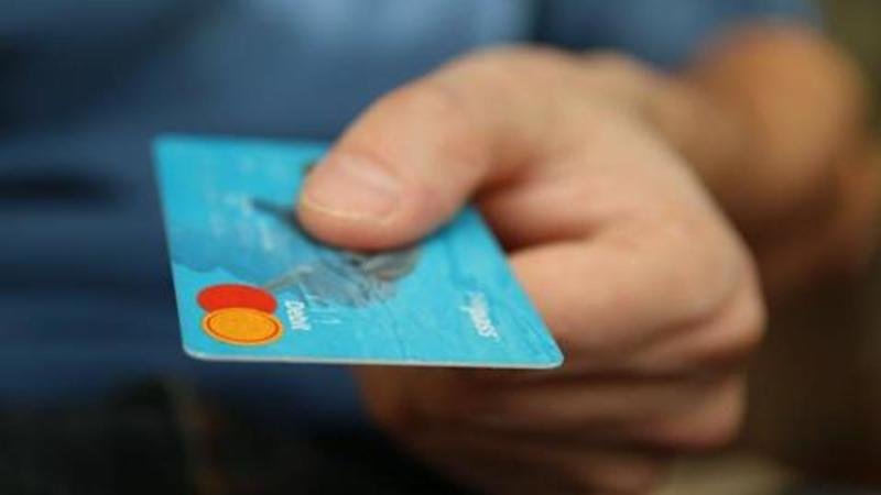 #FinancialBytes: Credit or debit card- what is better for you?