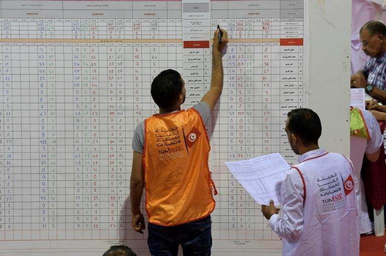 Tunisia's election commission counts votes at a sorting centre north of the capital Tunis on September 16, 2019 (AFP Photo/FETHI BELAID)