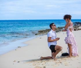 'Modern Family' star Sarah Hyland and Wells Adams get engaged!