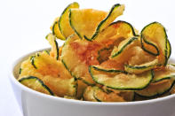 <p>Go for sweet potato fries or zucchini chips to get that crunch without the starch. <i>(Photo Credit: Getty Images)</i></p>