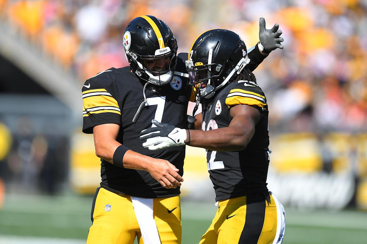 PITTSBURGH, PENNSYLVANIA - OCTOBER 10: Ben Roethlisberger #7 and Najee Harris #22 of the Pittsburgh Steelers celebrate a touchdown against the Denver Broncos during the second quarter at Heinz Field on October 10, 2021 in Pittsburgh, Pennsylvania. (Photo by Joe Sargent/Getty Images)