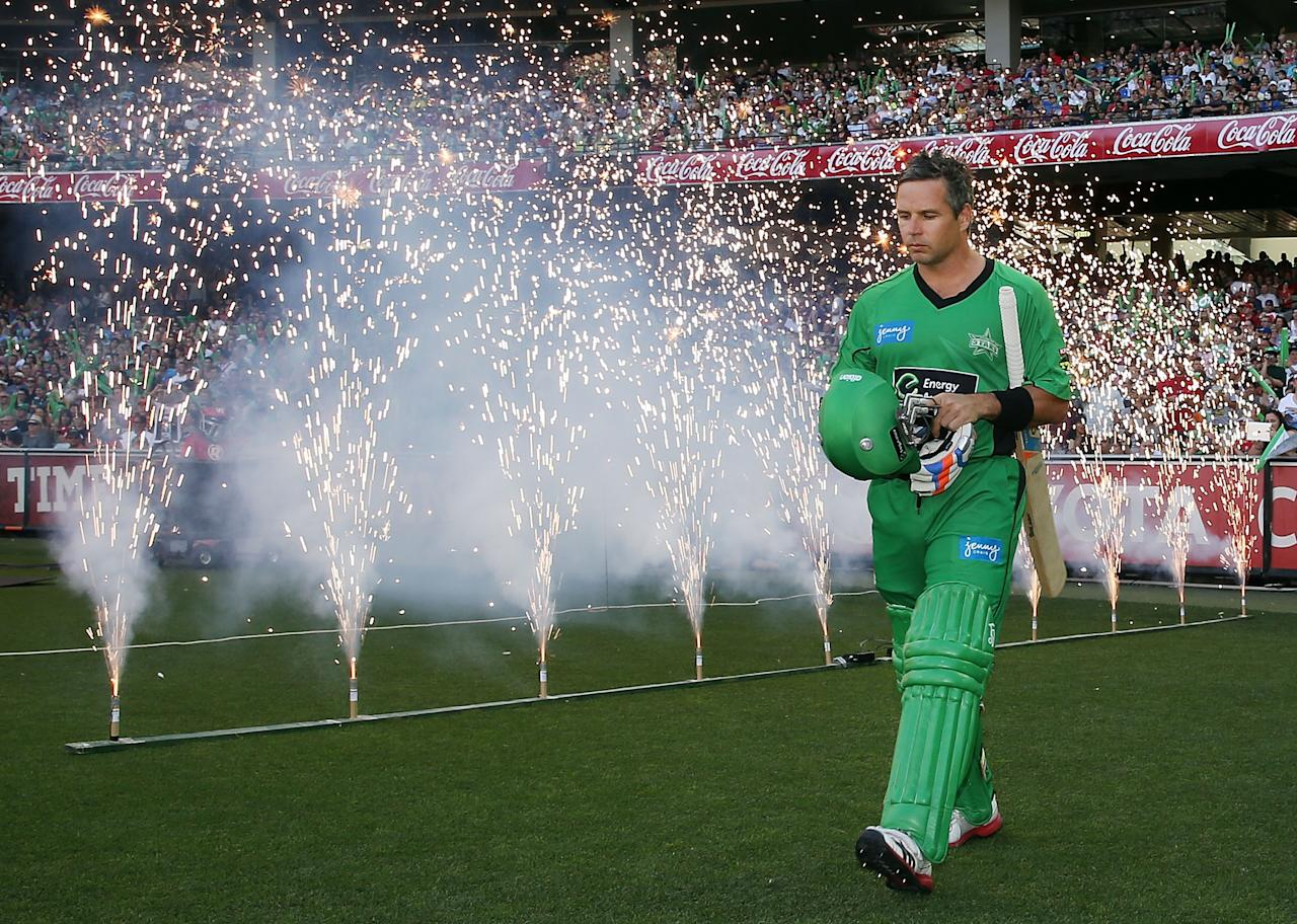 MELBOURNE, AUSTRALIA - JANUARY 06:  Brad Hodge of the Melbourne Stars walks out to bat during the Big Bash League match between the Melbourne Stars and the Melbourne Renegades at Melbourne Cricket Ground on January 6, 2013 in Melbourne, Australia.  (Photo by Michael Dodge/Getty Images)