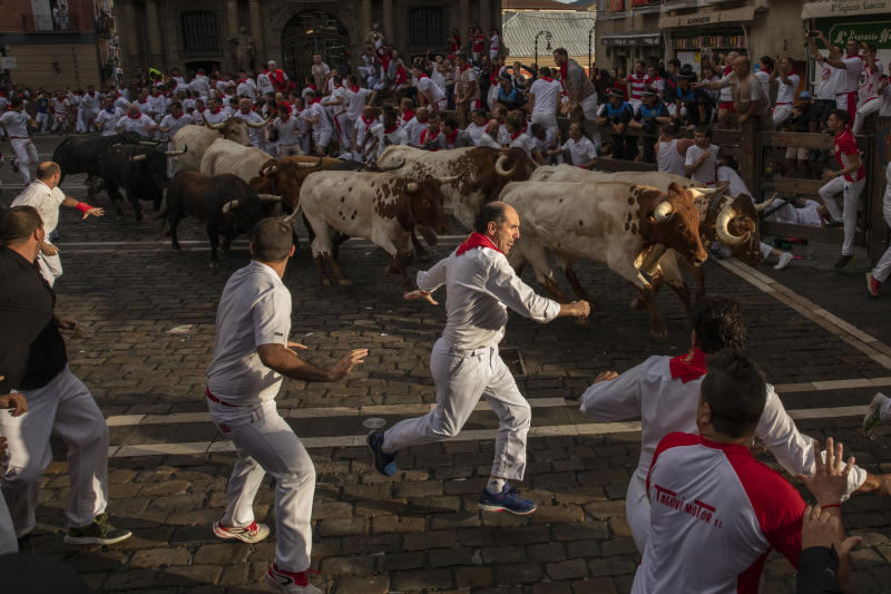 Revellers run with Cebada Gagos's fighting bulls before at Plaza Consistorial during the third day of the San Fermin Running of the Bulls festival on July 8, 2019 in Pamplona, Spain. (Photo: Pablo Blazquez Dominguez/Getty Images)