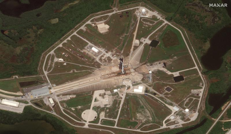 01_launch pad 39a_falcon 9 and crew dragon_30may2020_overview_ge1 level1b
