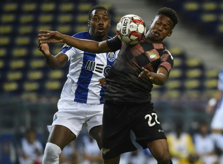 South Africa scorer Luther Singh (R) playing for Moreirense against Porto in the Portuguese league last July