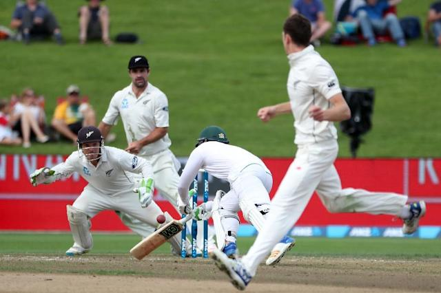 Quinton de Kock of South Africa dives for the crease on day two of the third Test against New Zealand at Seddon Park in Hamilton (AFP Photo/Fiona Goodall)