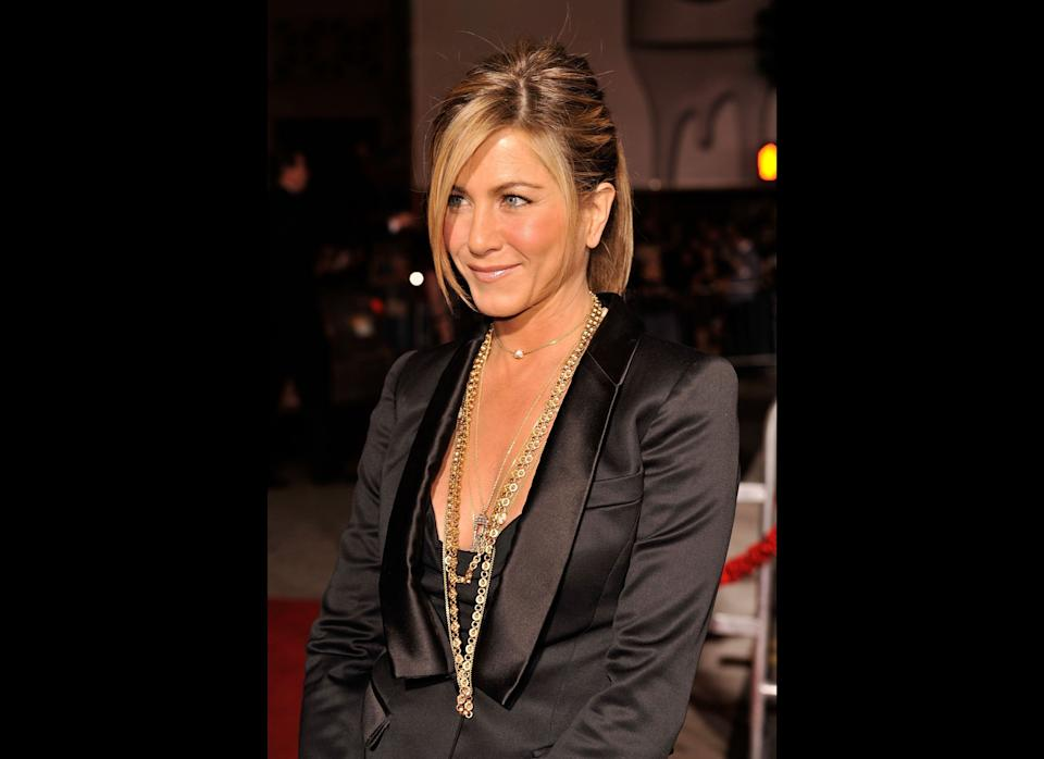 LOS ANGELES, CA - FEBRUARY 02:  Actress Jennifer Aniston arrives at the premiere of Warner Bros. 'He's Just Not That Into You' held at Grauman's Chinese Theatre on February 2, 2009 in Los Angeles, California.  (Photo by Kevin Winter/Getty Images)