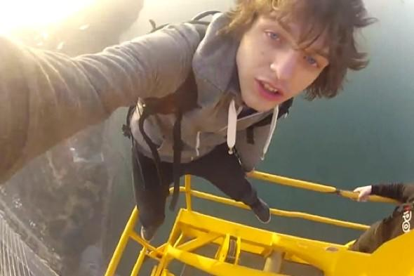 Video: Russian teens climb one of world's biggest bridges - without harnesses