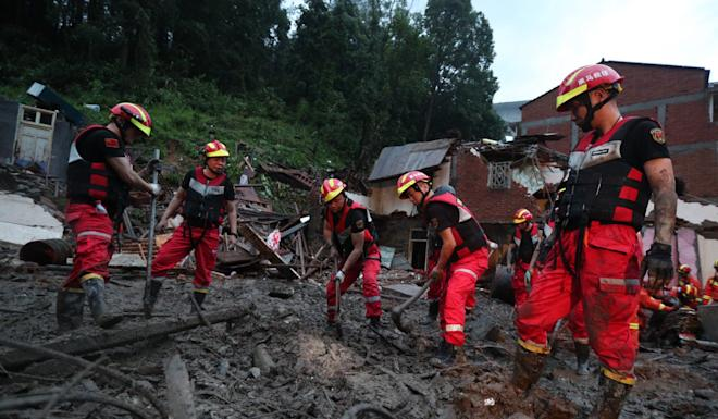 Rescuers try to clear a landslide in Yongjia country. Photo: EPA-EFE