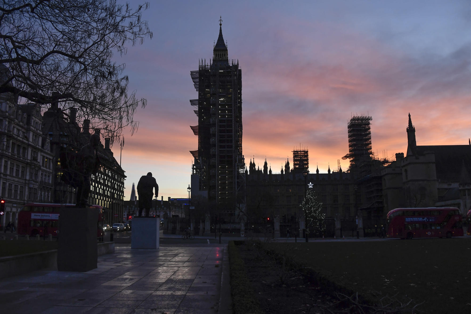 UK economic growth slows for sixth consecutive month