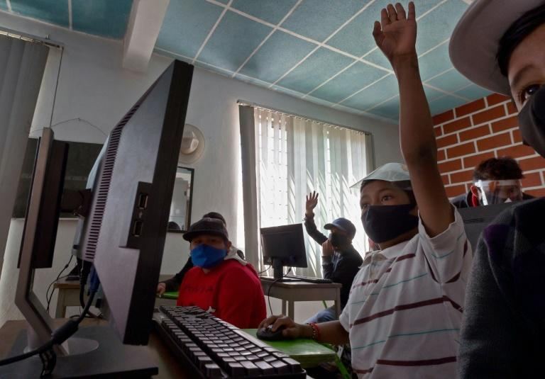 After the pandemic closed their school, these students living in a poor neighborhood near the Mexican capital have been taught how to use computers for the first time