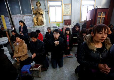 Believers take part in a weekend mass at an underground Catholic church in Tianjin November 10, 2013.     REUTERS/Kim Kyung-Hoon/File Photo