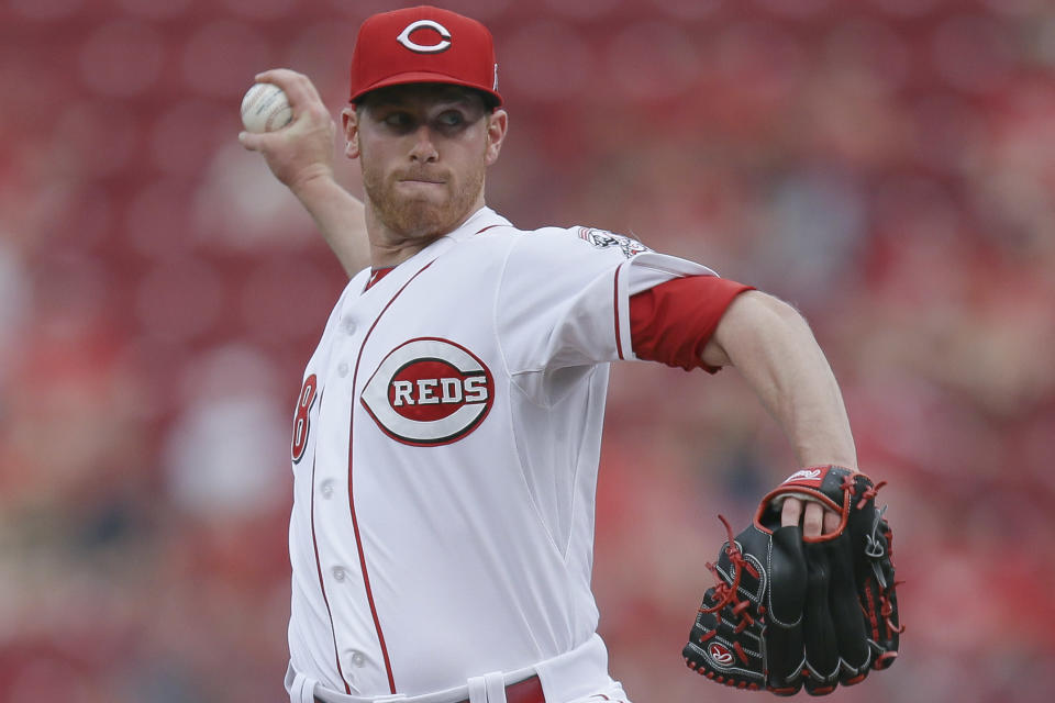 Cincinnati Reds starting pitcher Anthony DeSclafani throws during the first inning of a baseball game against the Philadelphia Phillies, Tuesday, June 9, 2015, in Cincinnati. (AP Photo/John Minchillo)