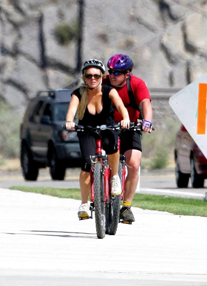 "Our lil' Lohan attempts to keep her mind off ciggies, boys, and boozing with a healthy bike ride. Stephane Ouzeau/<a href=""http://www.x17online.com"" target=""new"">X17 Online</a> - August 16, 2007"