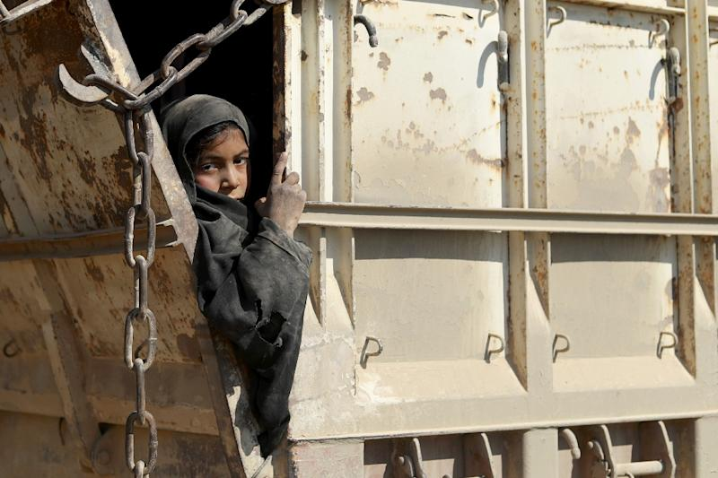 Several children were seen in the vehicles leaving the last patch of IS-held territory (AFP Photo/Delil SOULEIMAN)