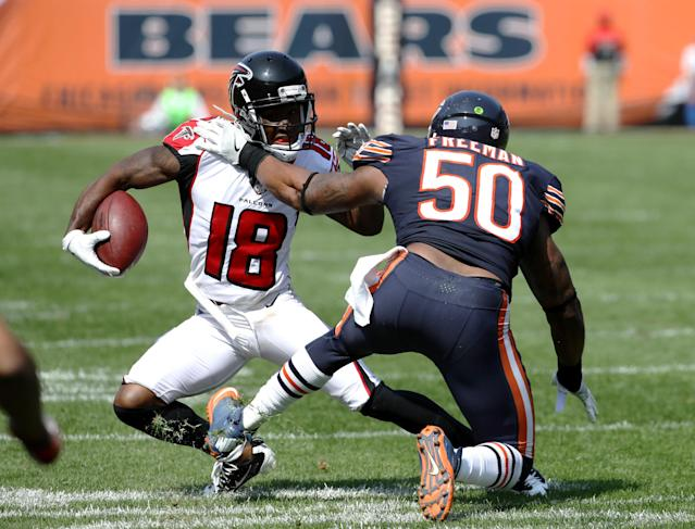 <p>Jerrell Freeman #50 of the Chicago Bears attempts to tackle Taylor Gabriel #18 of the Atlanta Falcons in the third quarter at Soldier Field on September 10, 2017 in Chicago, Illinois. (Photo by Jonathan Daniel/Getty Images) </p>