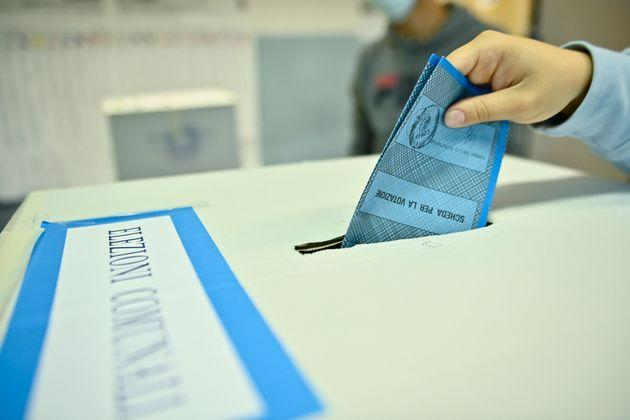 TURIN, ITALY - OCTOBER 04: A woman votes in the municipal elections inside a polling station on October 4, 2021 in Turin, Italy. The citizens of the city of Turin are preparing to elect the new mayor after 5 years from the last vote. The favorite candidates are Stefano Lorusso of the Democratic Party, Paolo Damilano of Forza Italia and Valentina Sganga of the 5 Star Movement. (Photo by Stefano Guidi/Getty Images) (Photo: Stefano Guidi via Getty Images)