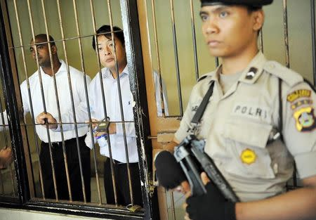 Australian death row prisoners Andrew Chan and Myuran Sukumaran are seen in a holding cell waiting to attend a review hearing in the District Court of Denpasar in Bali