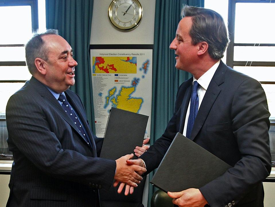 Alex Salmond and David Cameron agreeing to 2014 referendumPA