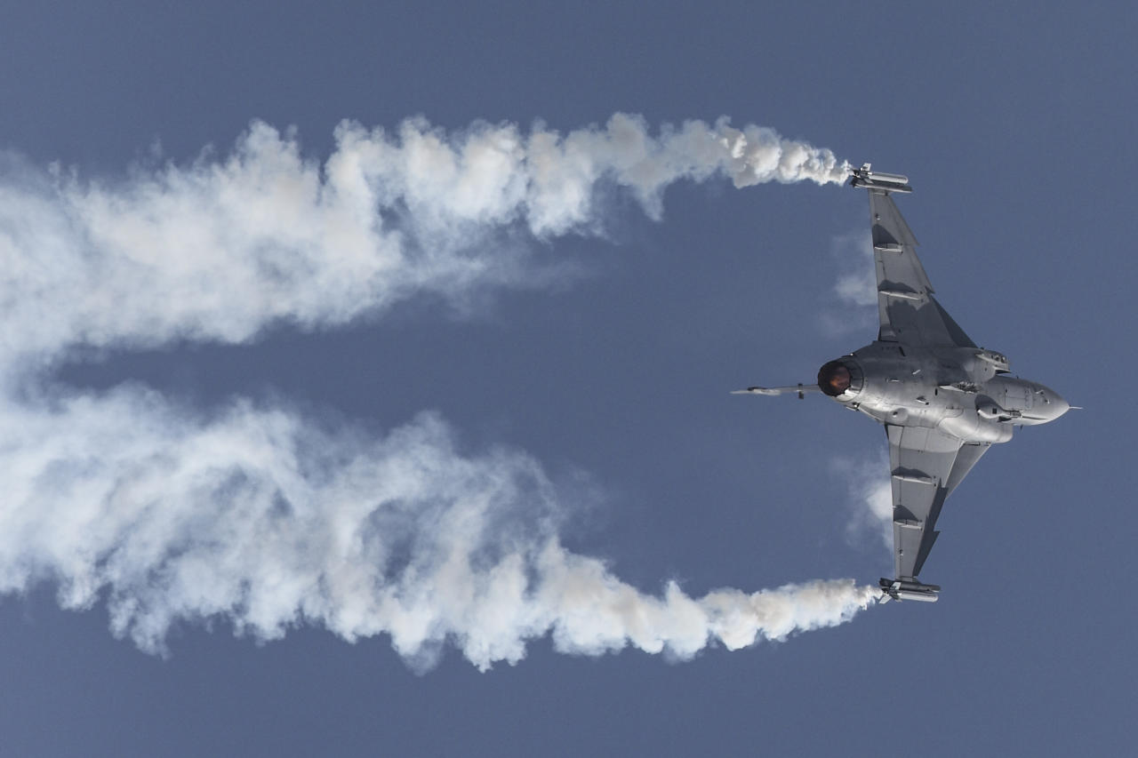 <p>A Royal Thai Air Force JAS-39 C/D Gripen jet performs during a media preview of the Singapore Airshow at the Changi Exhibition Centre on February 4, 2018. This is the first time that the RTAF is participating in the aerial display. (PHOTO: Lim Yong Teck / Yahoo News Singapore) </p>