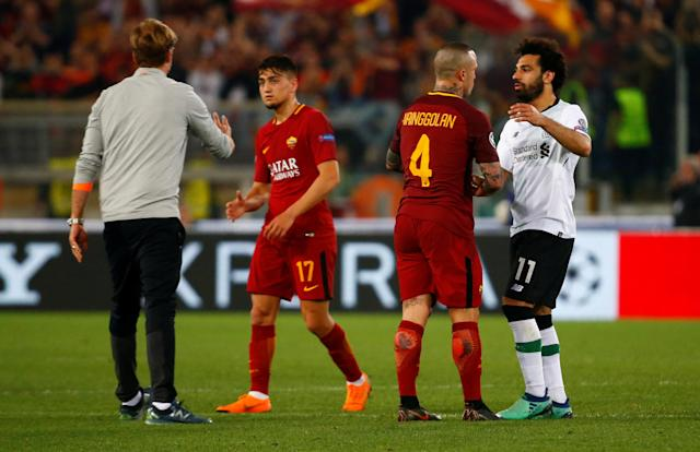 Soccer Football - Champions League Semi Final Second Leg - AS Roma v Liverpool - Stadio Olimpico, Rome, Italy - May 2, 2018 Liverpool's Mohamed Salah, manager Juergen Klopp with Roma's Radja Nainggolan and Cengiz Under after the match REUTERS/Tony Gentile