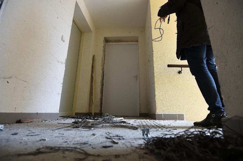 A journalist films the debris of an explosion after French anti-terrorist police (RAID) raided an apartment in Clapiers, near Montpellier, southern France, on February 10, 2017 (AFP Photo/SYLVAIN THOMAS)