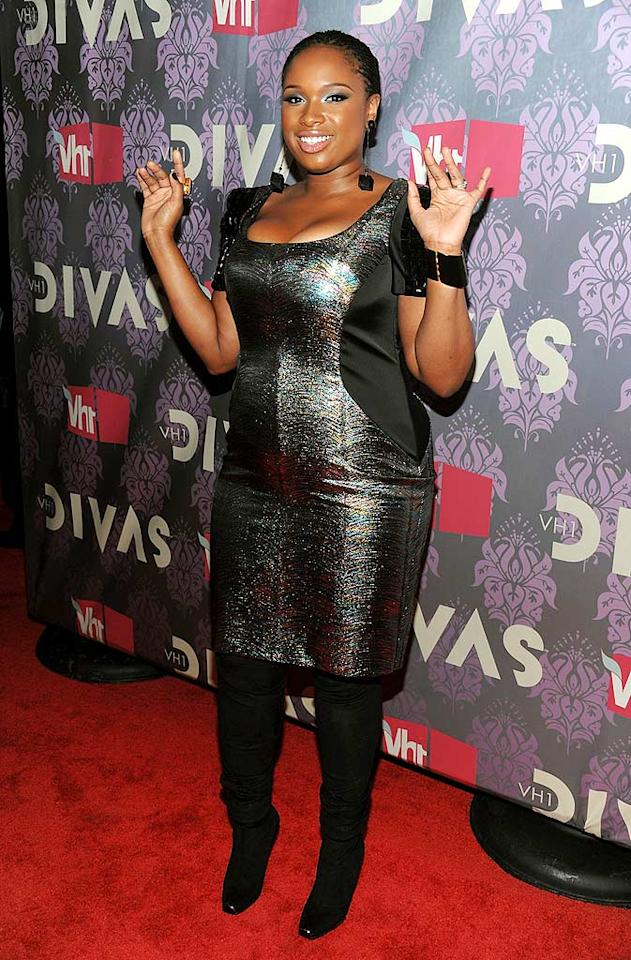 """New mom Jennifer Hudson simply glowed in a metallic frock as she walked the red carpet at the VH1 """"Divas Live"""" concert at the Brooklyn Academy of Music, where she performed her hit single, """"Spotlight,"""" and """"All in Love Is Fair"""" with Stevie Wonder. Dimitrios Kambouris/<a href=""""http://www.wireimage.com"""" target=""""new"""">WireImage.com</a> - September 17, 2009"""