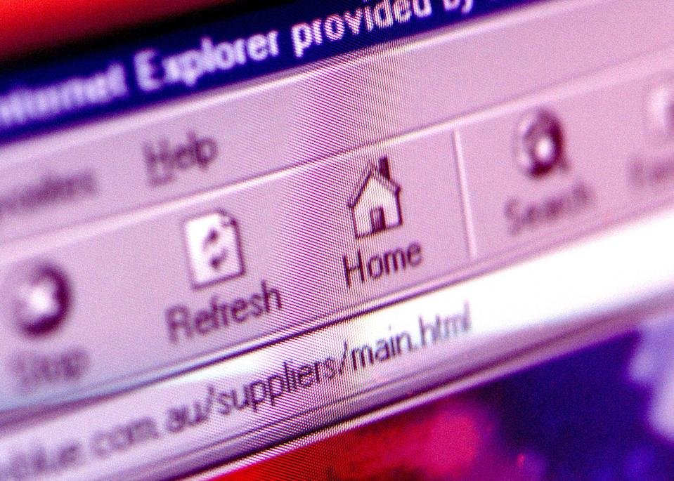 (AUSTRALIA OUT) A close up of an internet explorer page, 13 April 2001. AFR Picture by LOUIE DOUVIS (Photo by Fairfax Media via Getty Images via Getty Images)