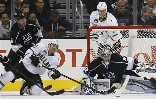 Dallas Stars' Derek Roy(11) reaches for the puck as Los Angeles Kings goalie Jonathan Quick(32) and Dallas Stars' Jamie Benn(14) watch during the second period of an NHL hockey game in Los Angeles, Thursday, March 7, 2013. (AP Photo/Jae C. Hong)
