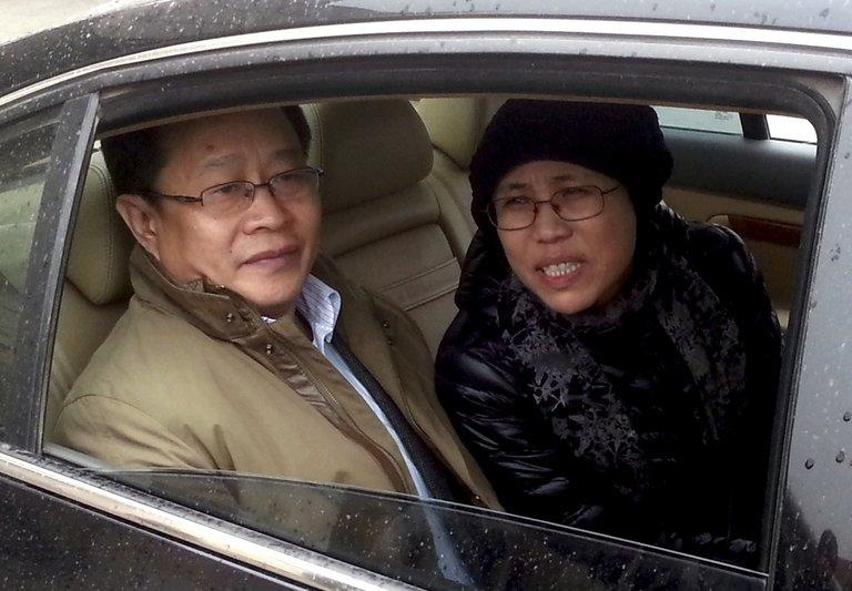 Liu Xiaobo's wife Liu Xia and lawyer Mo Shaoping arrive at the trial of her brother Liu Hui in Beijing on April 23, 2013