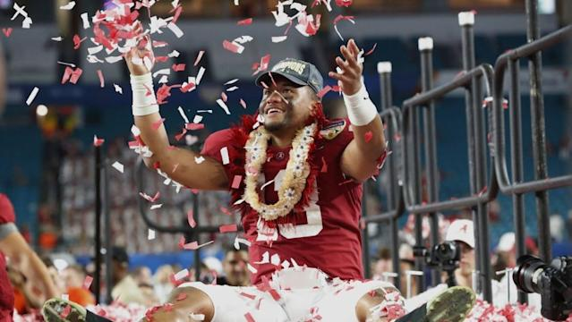 "Alabama quarterback Tua Tagovailoa throws confetti into the air after beating Oklahoma to win the Orange Bowl on Dec. 30, 2018. <span class=""copyright"">(Wilfredo Lee / Associated Press)</span>"