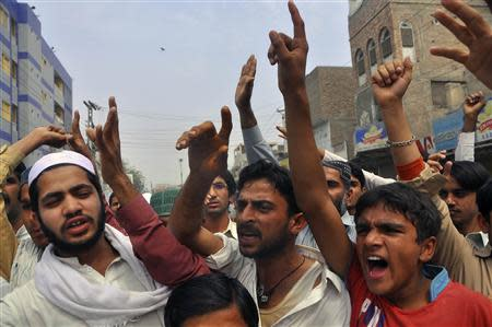 Protesters chant slogan as they react to a rumour that a member of the Hindu community had desecrated the Koran, in Larkana, southern Pakistan's Sindh province, March 16, 2014. REUTERS/Faheem Soormro