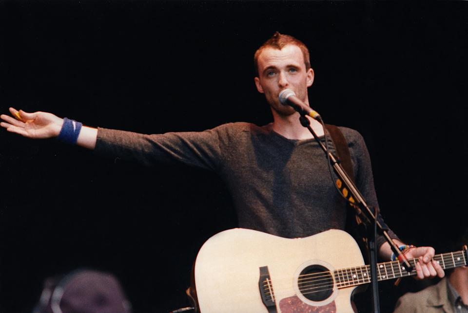 Fran Healy of Travis performs on stage at the Glastonbury Festival in 1999 (Photo by Pete Still/Redferns)