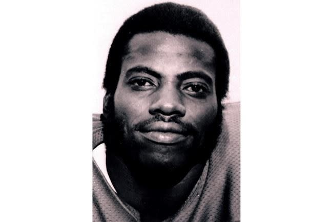 Fred Dean, 68, fearsome pass rusher of 49ers' dynasty, dies