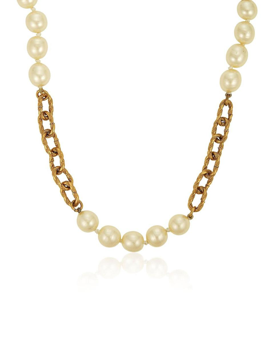 <p>Simple elegance at its finest, this necklace is estimated to be worth $2,000 to $3,000.</p>