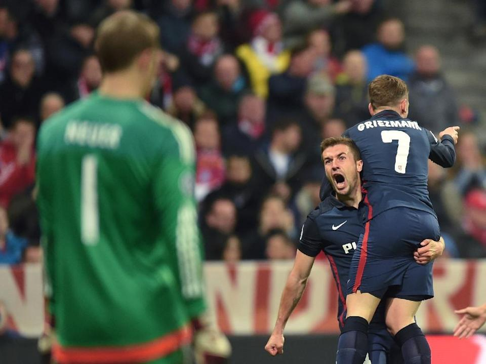 Atletico Madrid's Antoine Griezmann (R) celebrates with teammate Gabi as Bayern Munich goalkeeper Manuel Neuer looks on during their Champions League semi-final, second-leg match on May 3, 2016 (AFP Photo/Christof Stache)