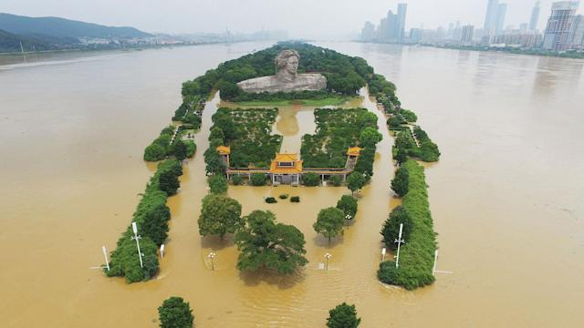 <p>Aerial view of the rising water level of Xiang River on July 2, 2017 in Changsha, Hunan Province of China. Heavy rain hit south China since late June and caused severe floods in many parts of Hunan, Guangxi, Jiangxi and Sichuan. The water level of Xiang River reached 3.44 meters over the warning line by 3 pm Sunday. (Photo: Yang Huafeng/China News Service/VCG via Getty Images) </p>