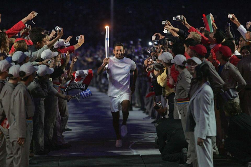 <p>Greek sprinter Nikos Kaklamanakis closed the Olympic torch relay with a display of his incredible abilities while running through the stadium bearing the torch. </p>