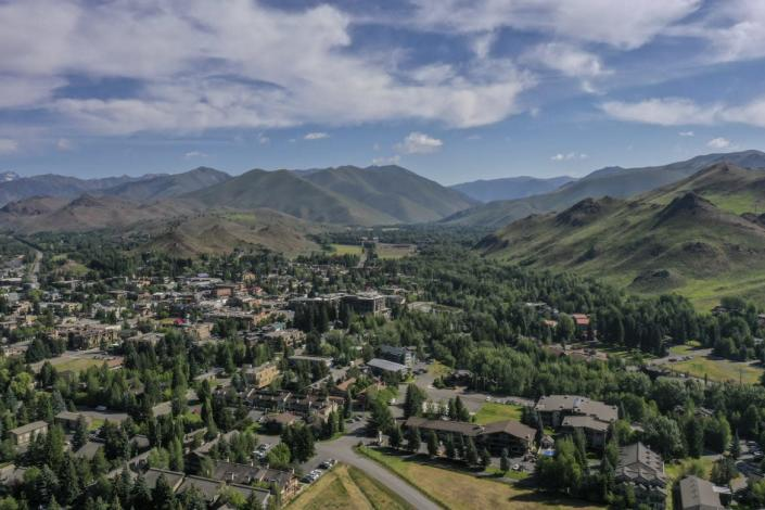 """<div class=""""inline-image__caption""""><p>An aerial view of the stunning area around Ketchum and Sun Valley, which hosts the annual """"billionaire's camp,"""" the Allen & Company Sun Valley Conference.</p></div> <div class=""""inline-image__credit"""">Drew Angerer/Getty</div>"""