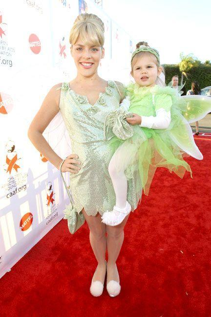 <p>As Tinker Bell with her daughter Birdie in a matching outfit.<br></p>